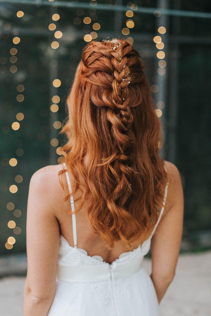 Brautfrisuren 2018 Fur Mittellange Und Lange Haare Mit Glitter Hochzeitsblog The Little Wedding Corner Hair Styles Long Bridal Hair Long Hair Styles