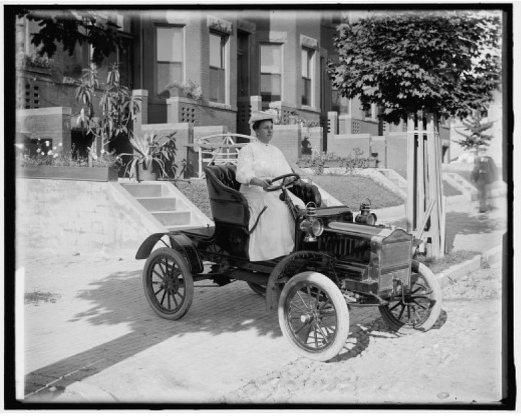 Women Drivers. From Johan Horak https://plus.google.com/u/0/114666063573544076847/posts: Antique Automobiles, Classy Automobiles, Vintage Cars, Cars 1900, Women Driving, Driving Automobiles, Driving Cars