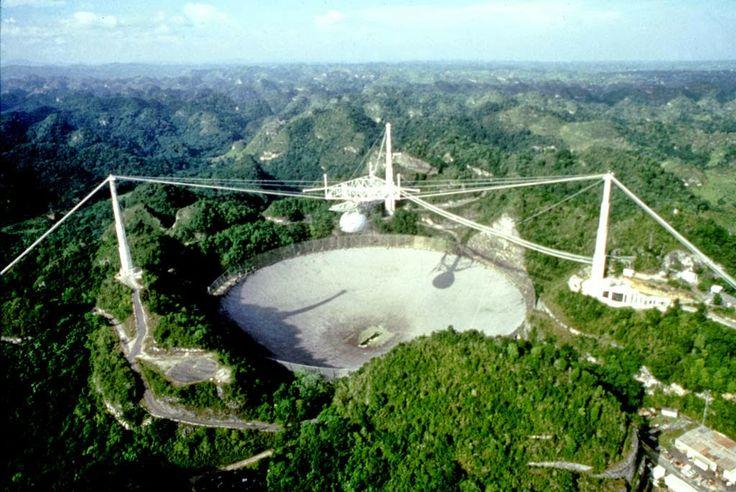 Arecibo  Località nell'isola di Puerto Rico (Grandi Antille, USA) dove nel dicembre del 1974 avveniva uno dei più spettacolari e fantastici tentativi effettuati dall'uomo terrestre nella ricerca dei suoi fratelli dello spazio....>>> http://www.enciclopedia-mondiale.com/2014/04/arecibo-curiosita-sconosciute.html