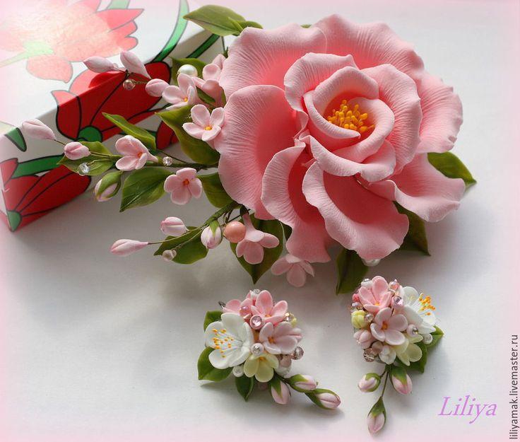 Купить или заказать Серьги ' Яблоня в цвету-2' в интернет-магазине на Ярмарке Мастеров. Эти серьги, сделаны по мотивам полюбившихся 'Яблони в цвету' - нежные цветы ручной работы, украшены стразами Сваровски.…