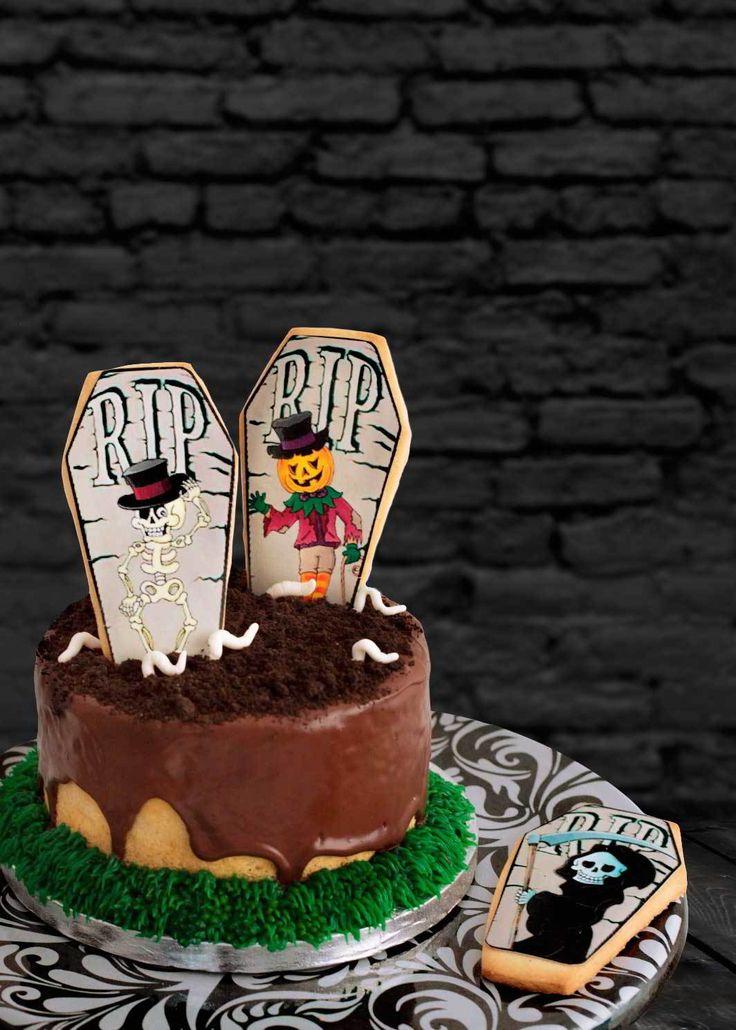 Ya tenemos Halloween a la vuelta de la esquina y para terminar con las recetas de Halloween de este año no podía faltarnos una tarta de Halloween con tierra, gusanos, esqueletos, calabazas, lápidas… tenebrosa pero divertida a la vez  ¿Te apetece? Pues aquí te presento la terroríficatarta cementerio de My Karamelli y el paso …