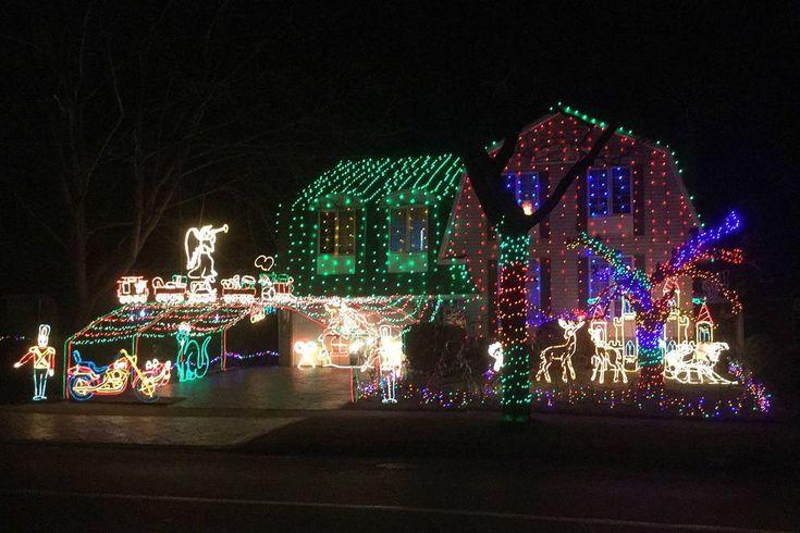 Burlington Ont Mourns Man Behind Famous Christmas Lights Display Christmas Light Displays Burlington Christmas Display
