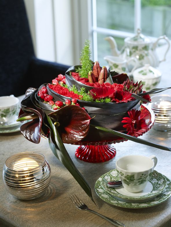 Floral Cake Table Decoration made by Boerma Instituut for magazine Special Bloemschikken. Want to learn how to make Floral Design arrangements? Please visit our website. #Anthurium