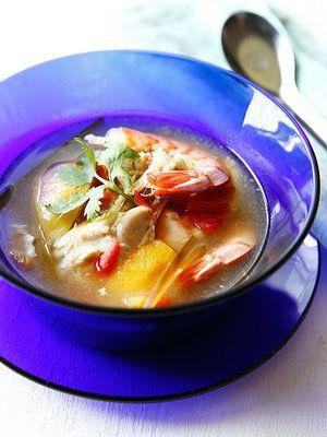 【ELLE a table】鶏肉とトマトと塩レモンのスープ レシピ|エル・オンライン