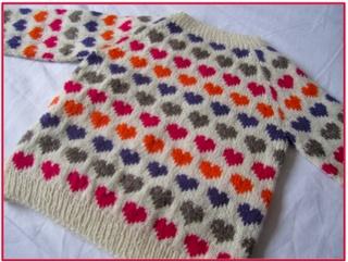 Opskrift på hjertesweateren 'Sigrid'. Kunne være fint at lave hjerterne med magiske garnnøgler