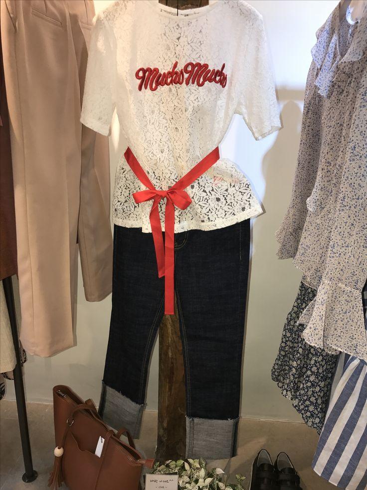 Josephine Lace top & roll up jeans 이화여대 5길 3 Seoul, Korea