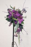2311. Bruidsboeket druppel met paarse vanda orchideeën