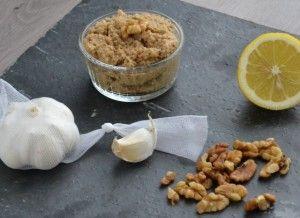 Nu was het de beurt aan knoflook en walnoten om te shinen... Ik maakte geroosterde knoflook en walnoten hummus! Met een lekkere notige smaak.