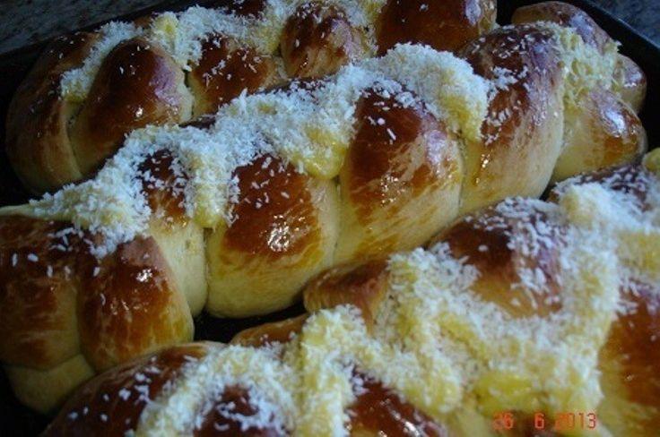 Receita de Pão Doce com Cobertura de Creme de Padaria - 3 tablete(s) de fermento biológico fresco, 2 xícara(s) (chá) de leite morno(a), 1 xícara(s) (chá) de ...