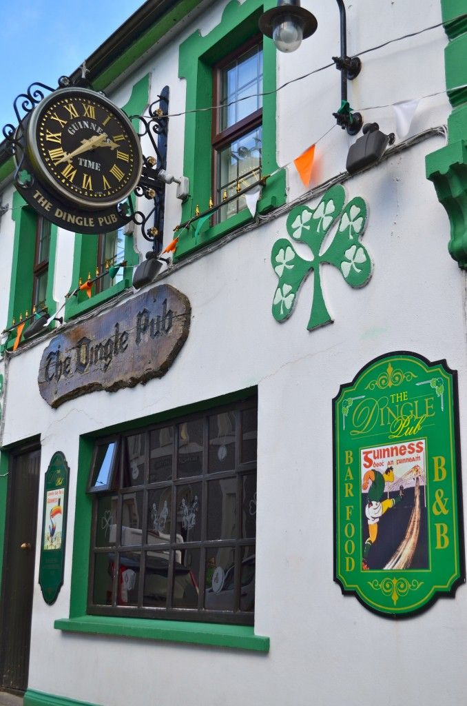 Planning an Ireland travel experience? Check out these tips to planning your Irish vacation to charming & colorful cities, castles, cliffs and countryside.