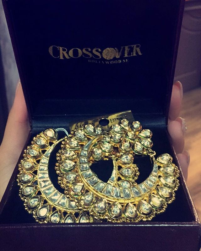 ♡ these Kundan and Diamond Hoop earrings! | weddingz.in | India's Largest Wedding Company | Indian Wedding Jewellery Fashion | Jewellery for Indian Bride |