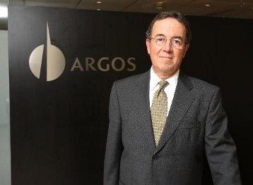 Tras la reestructuración de los negocios, Cementos Argos se enfoca como jugador puro en la industria del cemento y el concreto, mientras Grupo Argos se consolida como matriz enfocada en infraestructura con inversiones en los sectores de cemento, energía, inmobiliario, portuario y carbonífero.