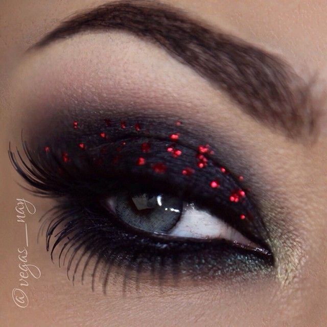Christmas Lights Inspired eye makeup❤️✨ ..using a variety of products for this look- @Sugarpill Cosmetics (bulletproof) @motivescosmetics (bottom green shadows) @NYX Cosmetics (base) @Coloured Raine (red glitter) @urbandecaycosmetics (pink shadows & highlight   @House of Lashes (noir fairy brown).    #vegas_nay