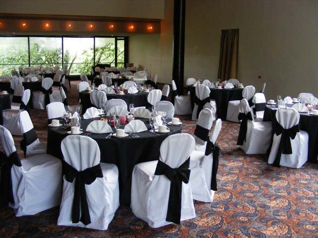 Black Table Cloth With White Chair Covers We Could