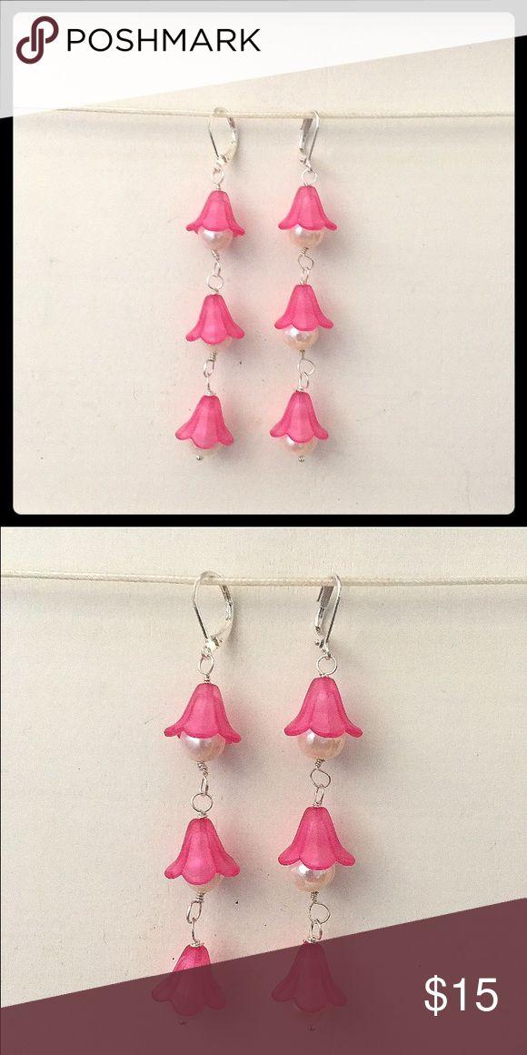 NEW SILVER, PEARL, & PINK FLOWER EARRINGS NEW, HANDCRAFTED SILVER & PINK LUCITE FLOWER EARRINGS WITH PEARL CENTERS adorned by amie Jewelry Earrings