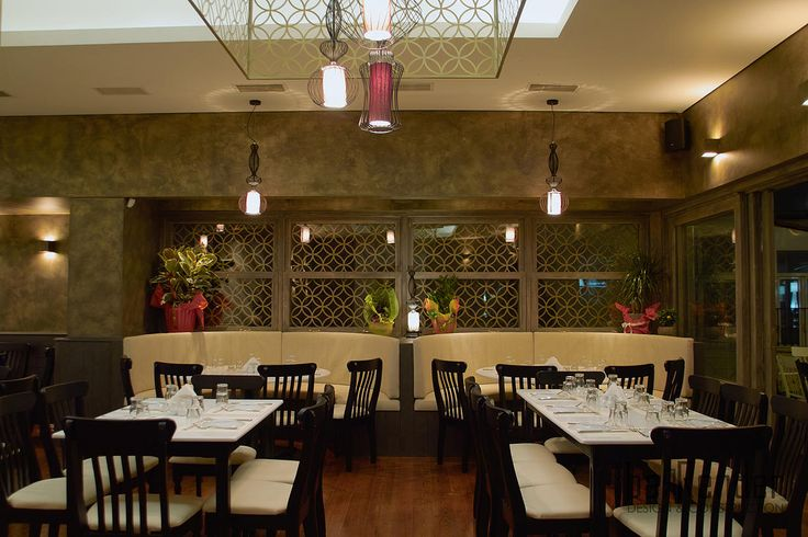 Custom-made couch booths - Barbalexis Oriental Restaurant in Athens