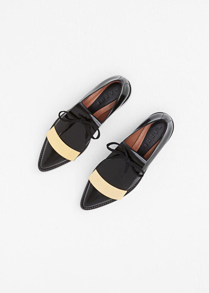 Leather derby in black with an almond toe | sapato retrô, estilo masculino, preto com listra.