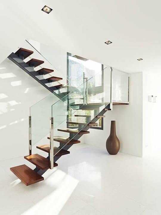 Floating stairs on a single stringer
