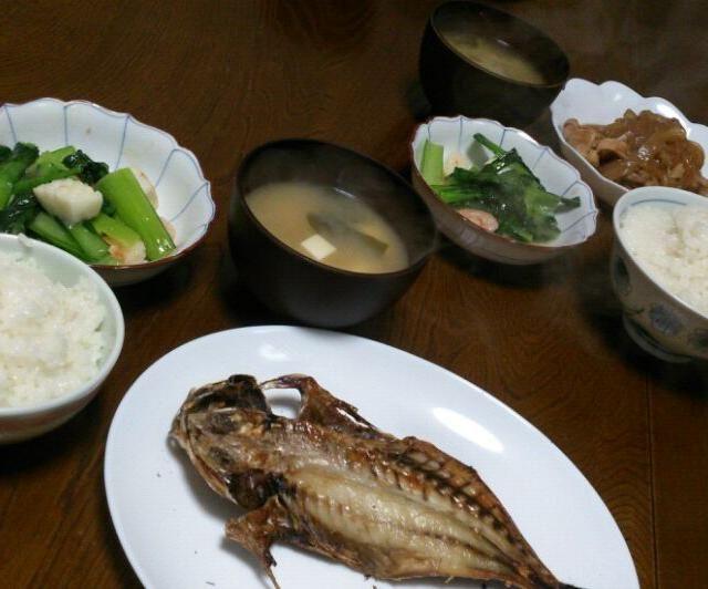 今日も私だけ魚(゜)#))<< 次の血液検査はひっかかりませんように(*人>ω<)☆ - 51件のもぐもぐ - アジの開き&小松菜の海鮮炒め&豆腐とワカメの味噌汁 家族は豚のしょうが焼き by えっちゃん