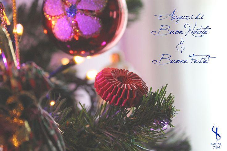 Auguri di Buon Natale e buone feste! - Merry Christmas and happy holidays! :) www.arualdem.com #natale #natale2015 #buonnatale #buonefeste #feste #auguri #merrychristmas #happychristmas #christmas #christmas2015 #cartolina #cards #graphic #graphicdesign #photography #fotografia #red #rosso #colori #felicità #happy #happiness #felice