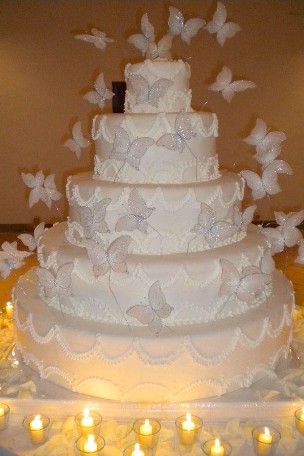 Torta nuziale con farfalle. Le torte nuziali di Preludio Catering. Banqueting per matrimoni, menu per ricevimento matrimonio. Wedding ideas, butterfly wedding cake.