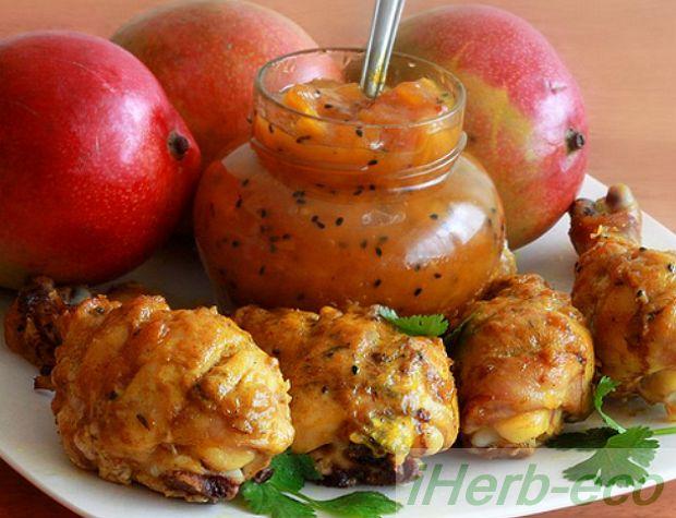 """Чатни рецепты Чатни - это целый раздел индийской кухни.  В русском языке понятию «чатни» ближе всего слово """"заправка"""" или """"соус"""".  Но в отличие от привычных нам заправок чатни – это дополнительные готовые блюда, которыми в индийской кухне приправляют основную пищу, оттеняя, дополняя или усиливая ее вкус."""