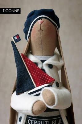 Love those dolls made by http://beautifulthings-tatcon.blogspot.com/