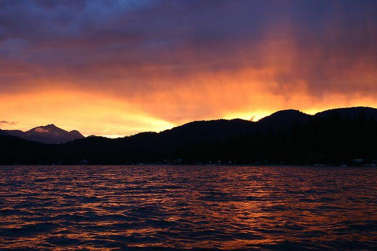 The sun sets over Sproat Lake and Mount Klitsa in the Alberni Valley on Vancouver Island. #HeartofVancouverIsland #HOVI #PortAlberni #AlberniValley #MountKlitsa #Sunset #ExploreBC #WeGoCanada #Canada #VancouverIsland