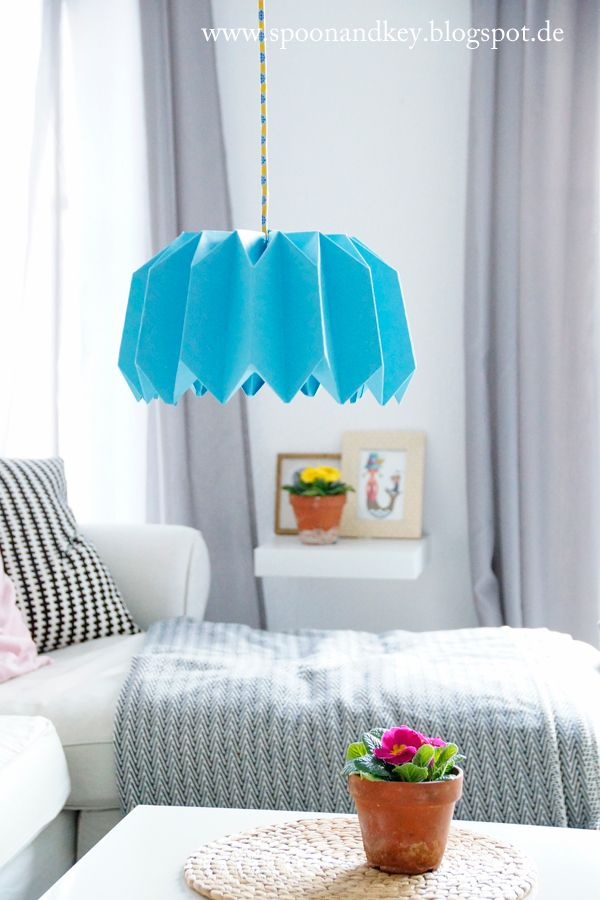 DIY Plissee Lampe: So faltest du den Lampenschirm in 10 Schritten http://spoonandkey.blogspot.de/2015/02/diy-plissee-lampe-so-faltest-du-den.html
