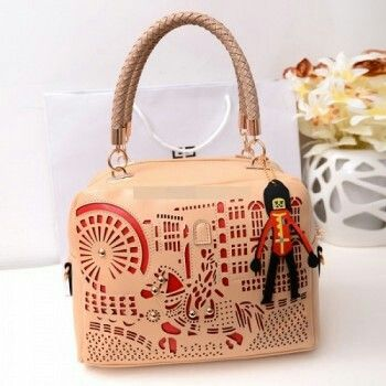 WH 035 Rp 195.000  Material:     Kulit PU  Height:        23 cm  Length:        29 cm  Depth:         11 cm   Bag Mouth:    Zipper