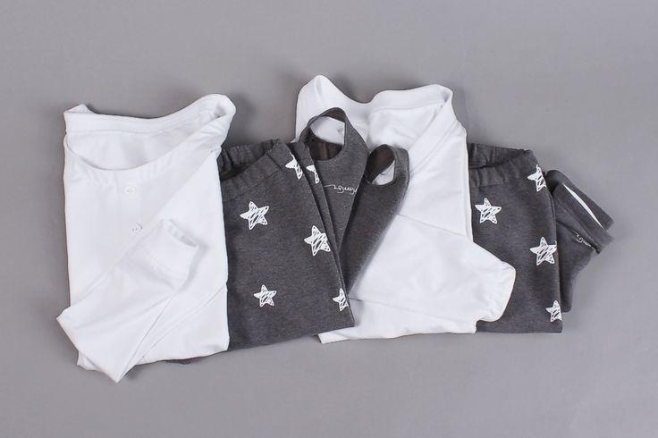 ☆ biały zestaw ☆ Piżamy z nadrukiem w gwiazdy. Wygodne i modne piżamy wykonane z ciepłych i wysokogatunkowych dzianin. Wybierz swój ulubiony zestaw na mroźną noc, wypad w góry z przyjaciółmi, piżama party. ✒ pimisu, stars, white, pajama, set, longsleeve, t-shirt, leggings ✒ gwiazdy, biały, piżama, zestaw, podkoszulek, leginsy
