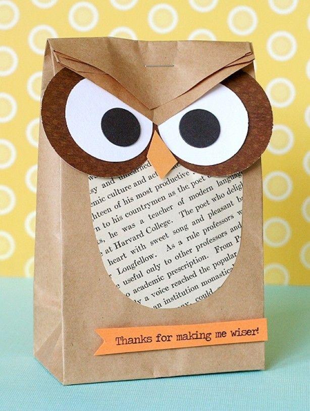 maak van een eenvoudige bruine papieren zak een mooi cadeau verpakking + ook leuk als cadeau aan juf 'bedankt om me wijzer te maken'