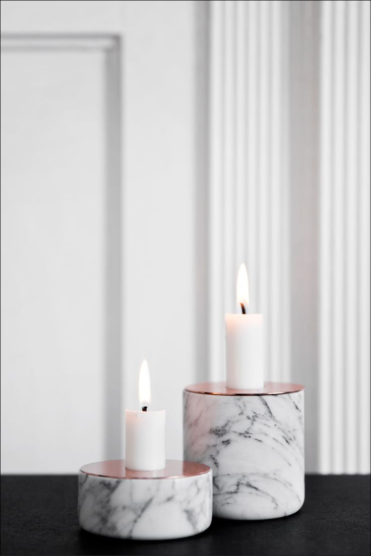 The CHUNK candleholder is available in different materials (concrete, marble and wood) and 3 different sizes, and can be mixed as you like. The candleholders have copper or brass tops. The combination of the crude base and shiny glowing top gives the CHUNK candleholders a rough and romantic look.
