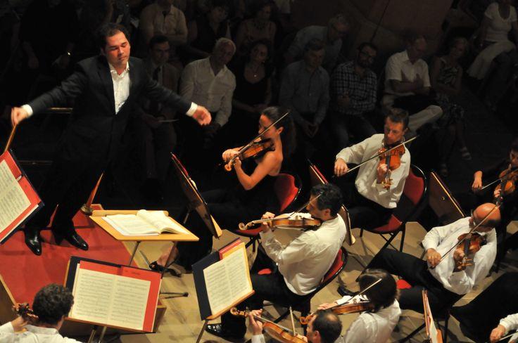 Le prometteur chef d'orchestre, Tugan Sokhiev avec l'orchestre invité du Capitole de Toulouse - Le Festival international de Colmar (www.festival-colmar.com) - B. Fruhinsholz