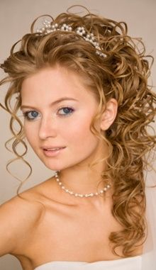Bridal Hairstyles For Curly Hair :here are a few styles that will go great on a curly crown!