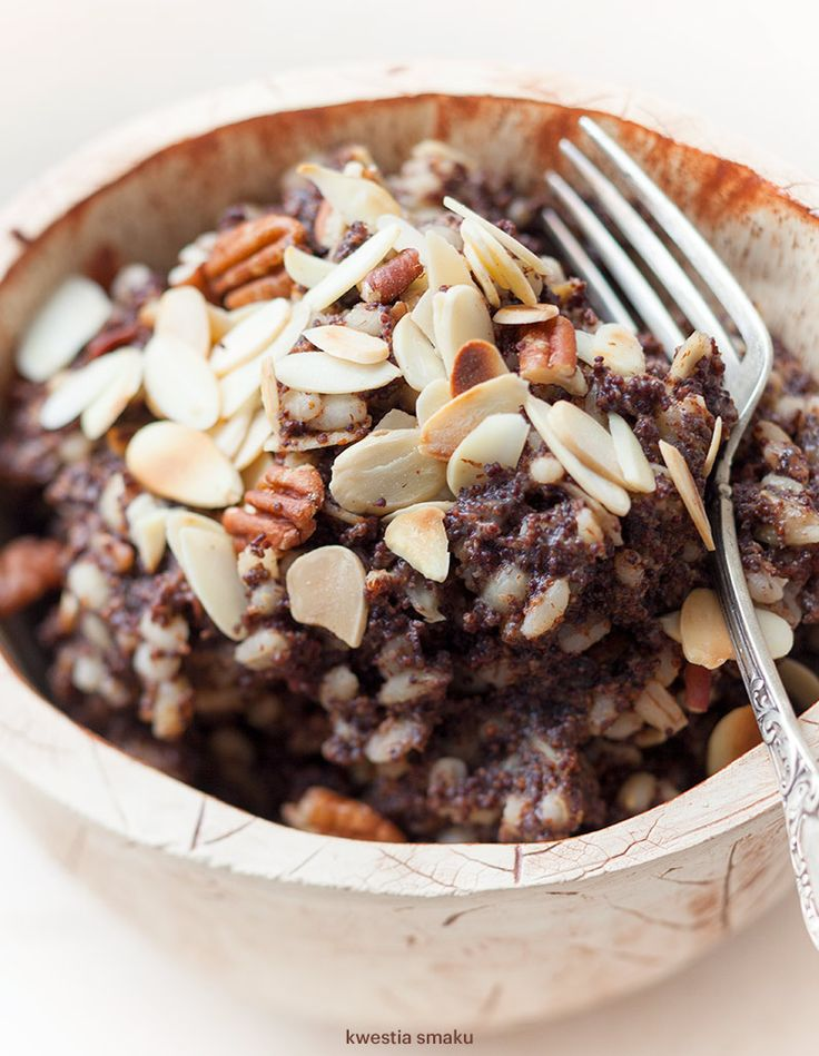pearl barley porridge with poppy seeds and almonds