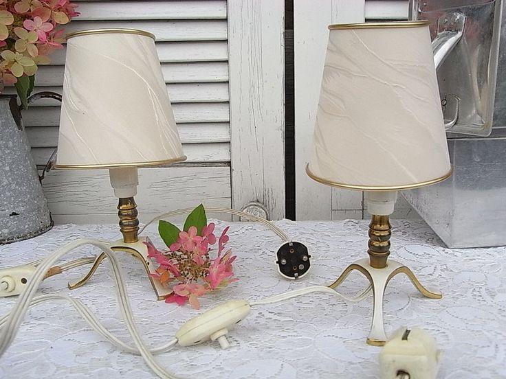 nachtisch lampe trendy bilder mit rundem spiegel blaue wand nachtisch lampe with nachtisch. Black Bedroom Furniture Sets. Home Design Ideas