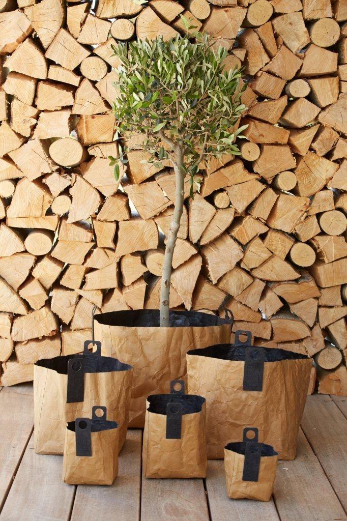 Für Zeitschriften, Pflanzen, Spielsachen, Wolle,... http://www.wohnbeiwerk.de/oohh-korb-braun-schwarz-aus-papier.html