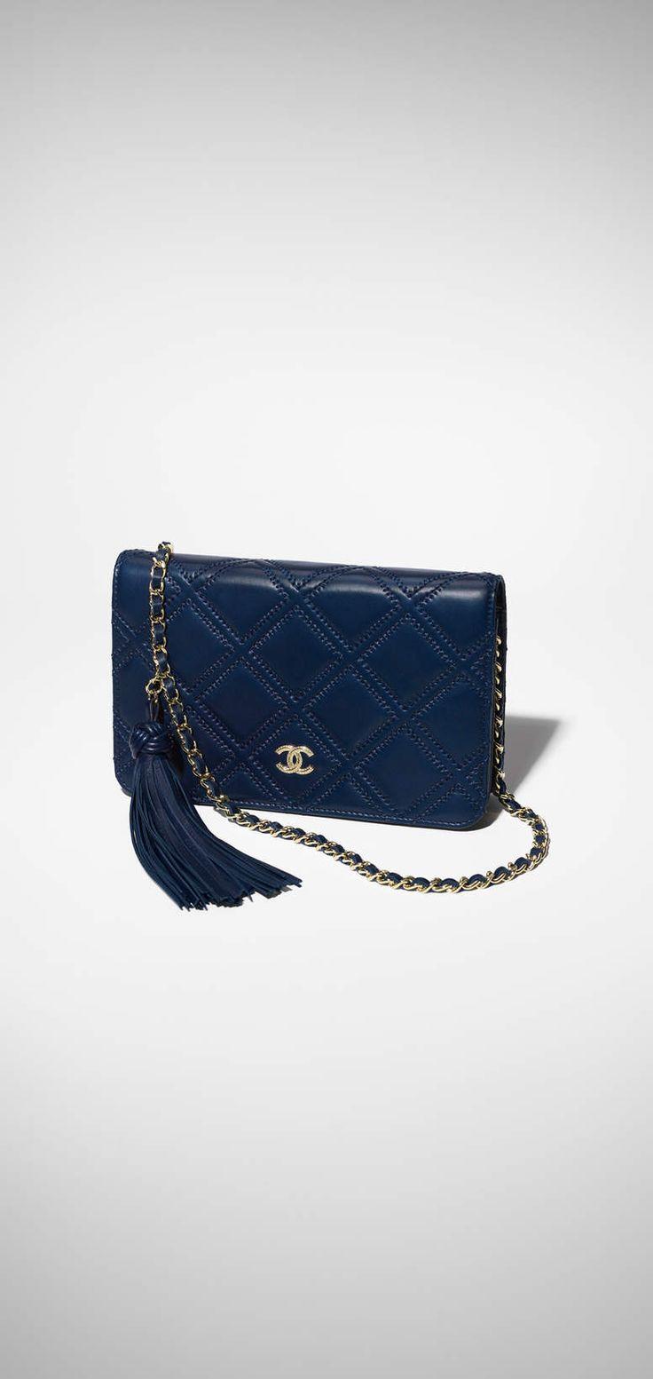 Wallet on chain, lambskin & gold-tone metal-navy blue - CHANEL