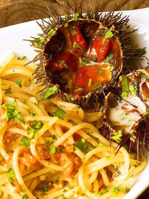 Pasta with sea urchins - Gli Spaghetti ai ricci di mare sono una ricetta contesa dalle regioni marine del Belpaese. Per una riuscita ottimale raccomandiamo ricci freschi di qualità #spaghettiairicci