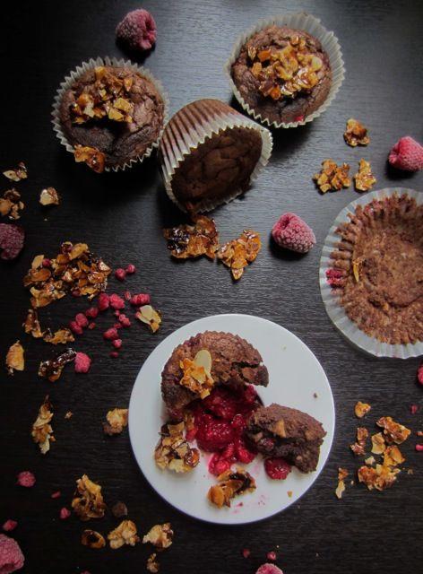 Málnás mandulás brownie - muffinformában sütve A mai gluténmentes brownie receptünk két előnyös tulajdonsága azon kívül, hogy finom: olcsó és gyorsan elkészíthető. Muffinformában sütöttük meg.