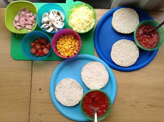 Homemade Pizzas | Pre-school Play. Let kids make their own pizzas and then eat them for lunch.