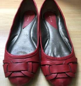 sapatilha vermelha de couro