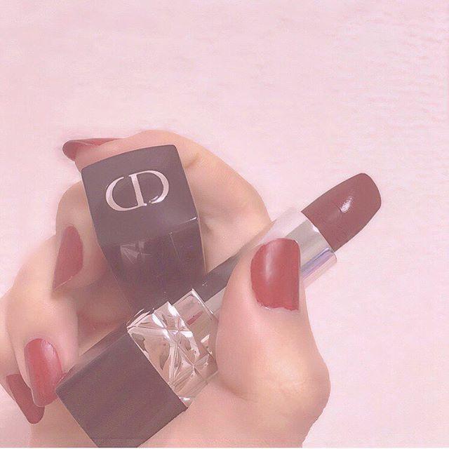 🌹 #赤リップ と#赤ネイル はマスト。 初めての#ルージュディオール しっとり😌 . . . 久々のホームシックきつすぎて何も手につかない〜ママはやく会いたい😢 . #red #lip #lipstick #redlips #dior #christiandior #diorcosmetics #rougedior #rouge #selfnail #selfnails #rednails #rednail #ディオール #リップ #口紅 #ネイル #セルフネイル #シンプルネイル #コスメ