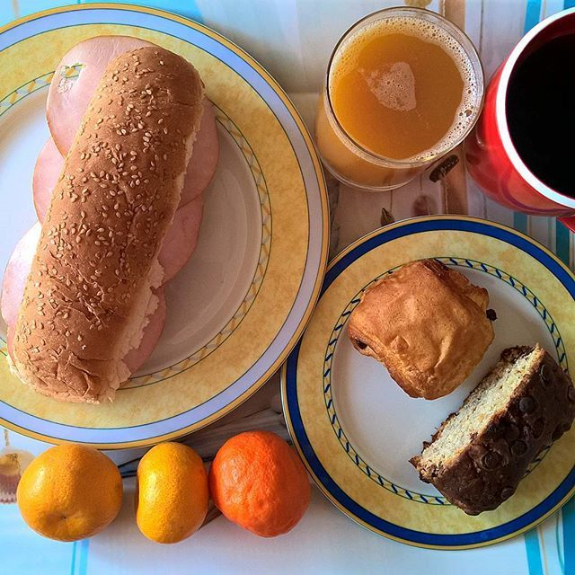 Fighting Monday morning with... smokiness: Smoked cheese and smoked pork sandwich with a pain au chocolat, the last slice of my chocolate chip banana bread and a couple of homegrown tangerines on the side. #thenewbreakfasteverydayproject #livingmylifemyway