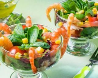 Salade fraiche épinards, maïs et crevettes en verrines : http://www.fourchette-et-bikini.fr/recettes/recettes-minceur/salade-fraiche-epinards-mais-et-crevettes-en-verrines.html