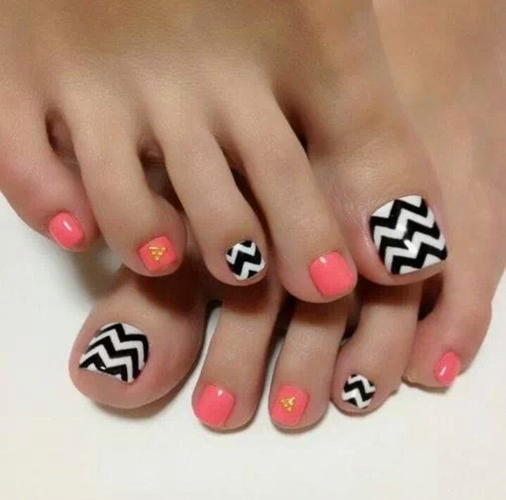 Chevron Coral toe nails