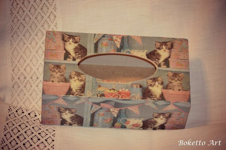 Napkins box with cats