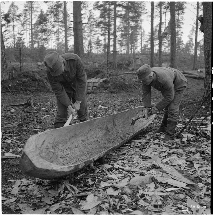 Finnish Wartime Photograph Archive.  -making the dug-out, or as we call it, a Haapio or a Ruuhi for these one-piece vessels.