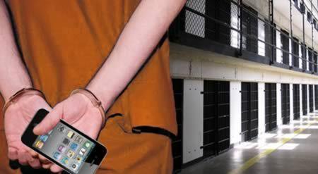 De bendeleden sterven Mobiele telefoons in their billen verstopt